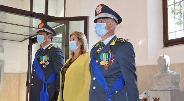 Il prefetto Laura Lega tra i generali Sebastiano Galdino (a sin.) e Bruno Bartoloni