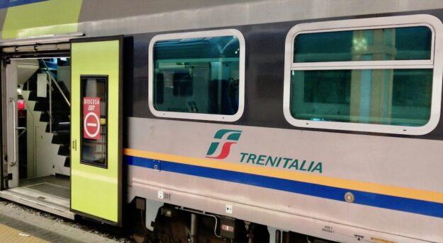 Sanificatori vuoti sul regionale Livorno Firenze