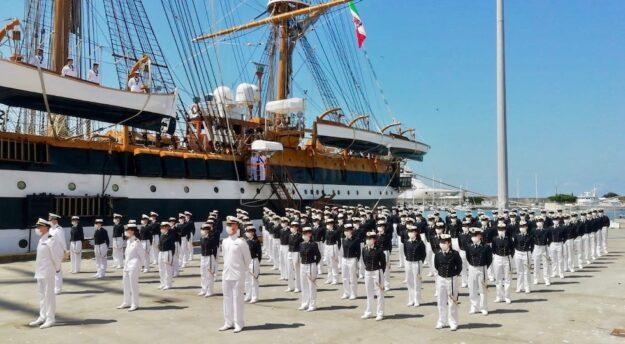 Allievi della 1a classe dell'Accademia Navale partono con il Vespucci a Livorno