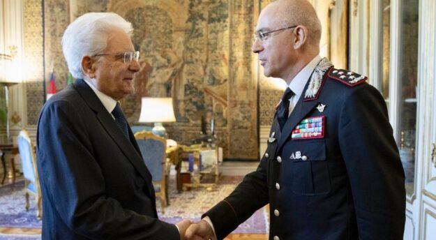 Il presidente della Repubblica Sergio Mattarella con il comandante generale dei Carabinieri Giovanni Nistri