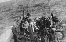 Marinai nemici naufraghi accolti sul sottomarino Cappellini per ordine del comandante Salvatore Todaro