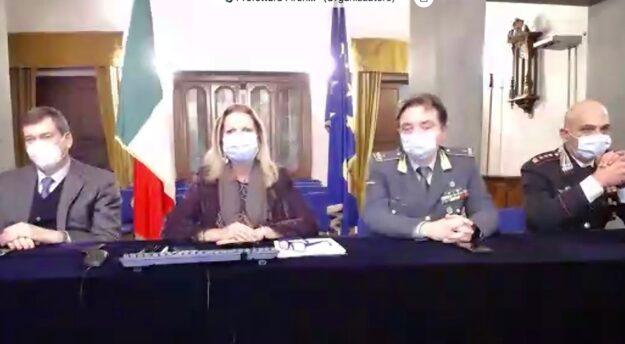 La conferenza stampa del prefetto Laura Lega. Da sin. il questore Filippo Santarelli, il generale Fabrizio Nieddu, il colonnello Antonio Petti