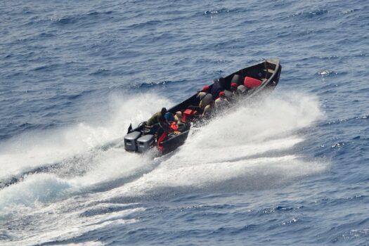 Pirati in fuga dopo il fallito attacco