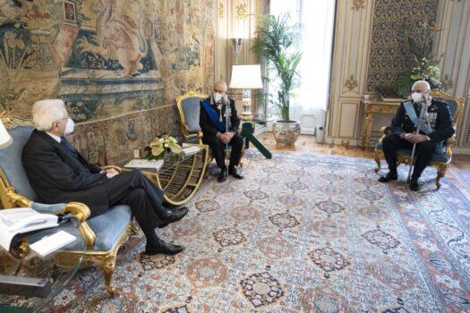 Il Presidente della Repubblica Sergio Mattarella durante l'incontro con i generali Nistri (al centro) e Luzi