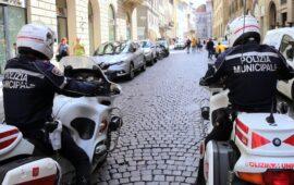 Una pattuglia della Polizia Municipale nel centro di Firenze