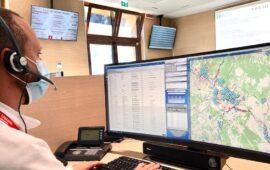 Un operatore risponde al Numero unico di emergenza 112 Toscana