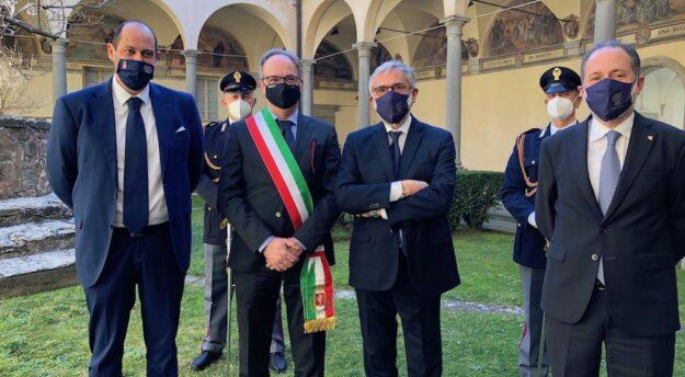 da sin. Nicola Carini (presidente Consiglio Comunale), sindaco Luciano Meoni, direttore Armando Nanei, questore Dario Sallustio