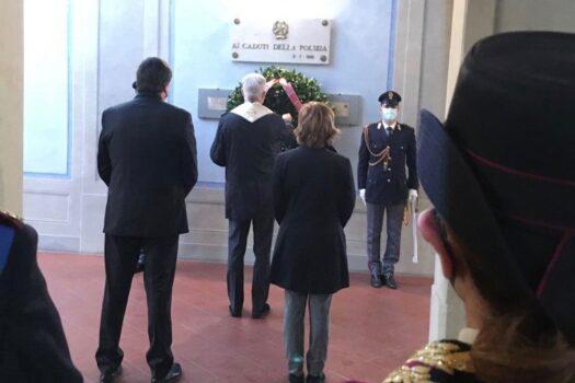 Un momento della cerimonia in Questura a Firenze