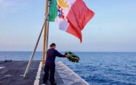 Una corona in mare da Nave Alpino per i Caduti del Conte Rosso