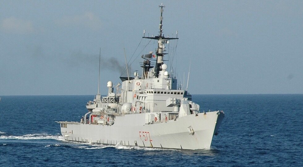 Nave Libeccio difende tre pescherecci italiani da una motovedetta libica
