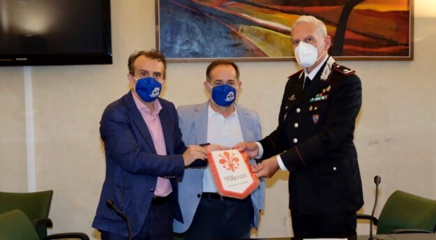 da sin. presidente Consiglio comunale Luca Milani, assessore Alessandro Martini, generale Claudio Cogliano