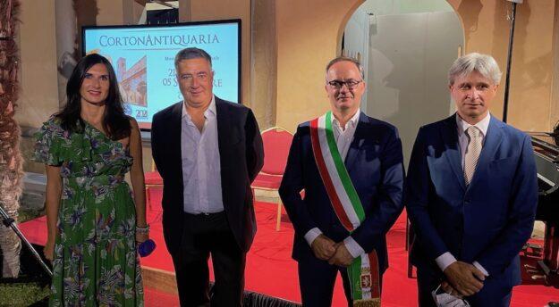 Assessore Silvia Spensierati, professor Francesco Di Meco, sindaco Luciano Meoni, assessore Francesco Attesti