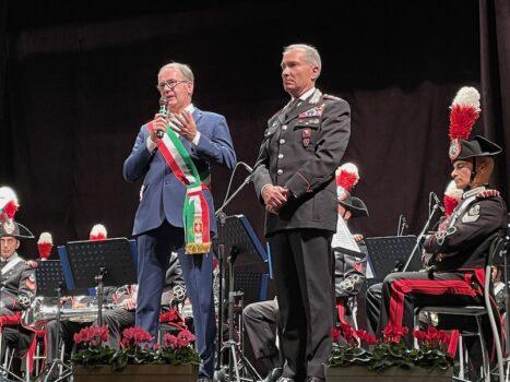 Il sindaco di Cortona Luciano Meoni e il colonnello Gaetano Capodivento vice comandante Legione Carabinieri Toscana