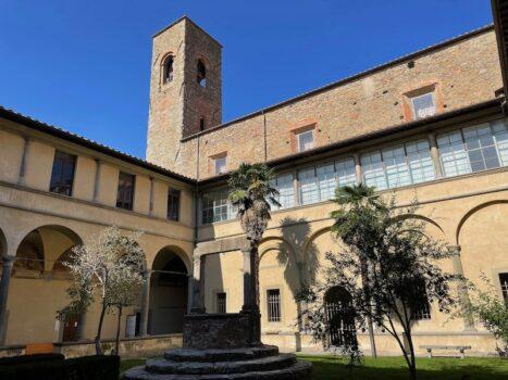 Il suggestivo chiostro di Sant'Agostino a Cortona